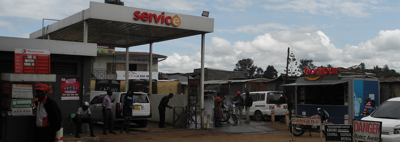 Solar powered retail hub for gas filling stations